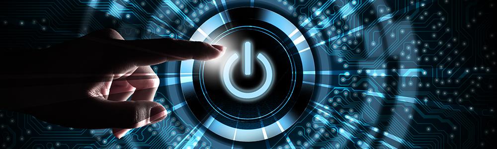 Ruka ovláda tlačidlo napájania na spustenie digitálnych procesov, napríklad s WebEDI pre malé a stredné podniky