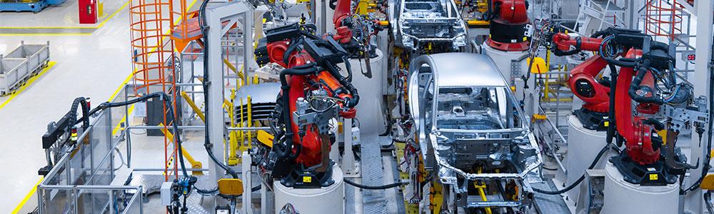 výrobná hala automobilového priemyslu symbolizujúca, že EDI je súčasťou automotive